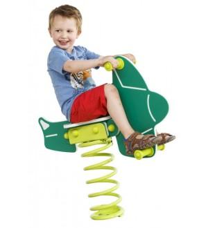 Dziecko na bujaku samolot na placu zabaw